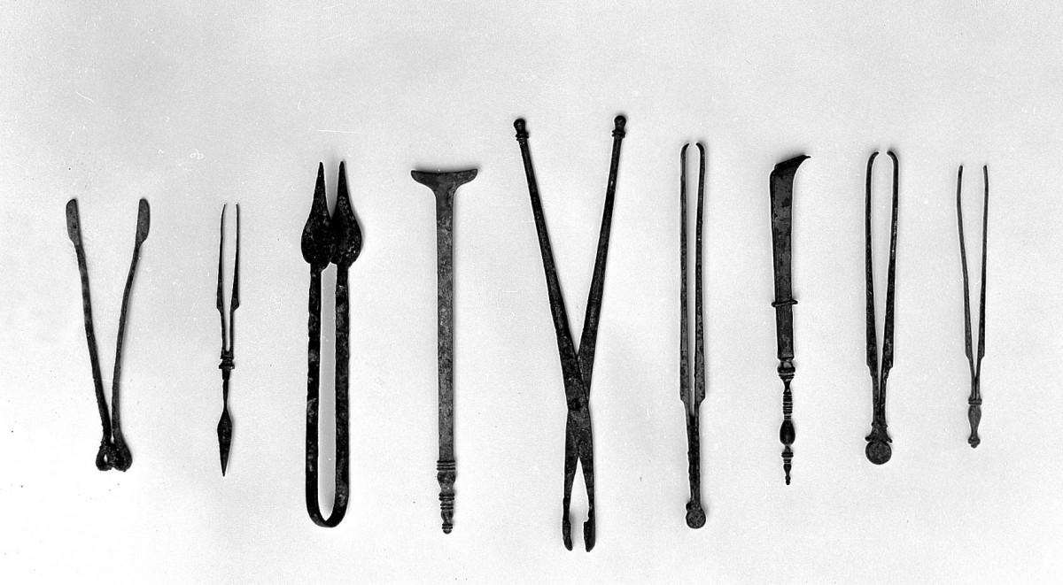 Roman bronze forceps-surgical instruments