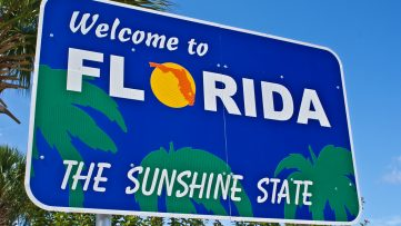 A sign welcoming people to Florida.